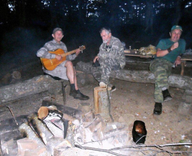 В лесу, у горы Индюк, сентябрь 2011