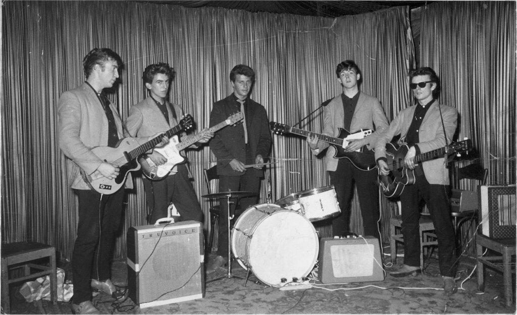 Самые первые фотографии группы как Битлз во время первой поездки в Гамбург в August 1960