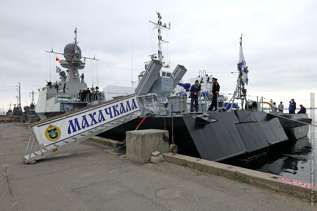 артиллерийский корабль Махачкала в речном порту Волгограда