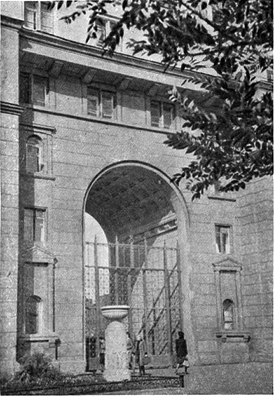 Фрагмент жилого дома облисполкома.