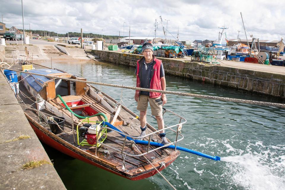 Британский пенсионер пять лет восстанавливал яхту, а она затонула за несколько минут
