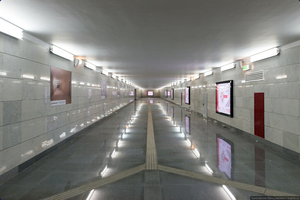Обычный переход, как между двумя станциями метро
