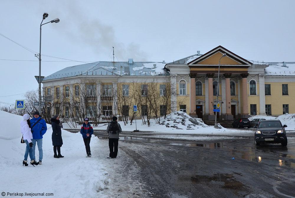 Мемориальный комплекс с арками и колонной Емва Памятник Скала с колотыми гранями Краснослободск, Мордовия