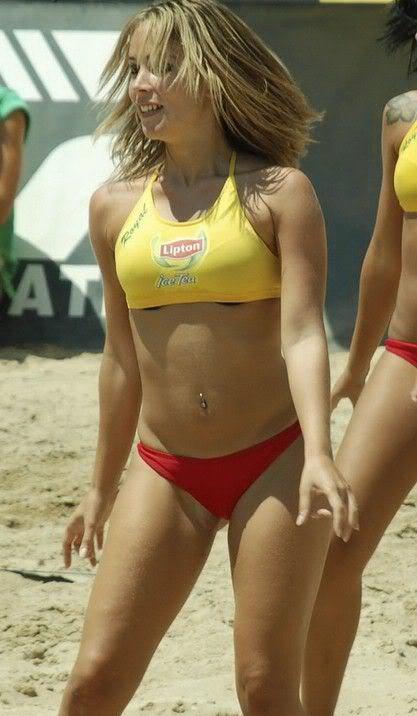 Пляжный волейбол в стрингах секси видео