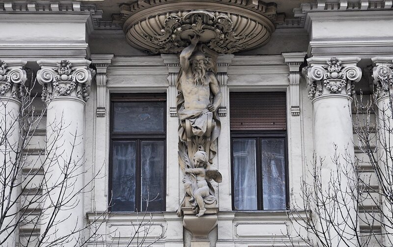 Архитектурный фрагмент. Атлант и ангел.