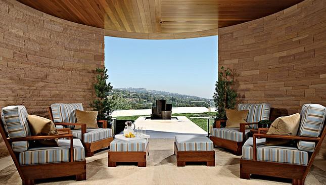Огромный особняк в Лос-Анджелесе