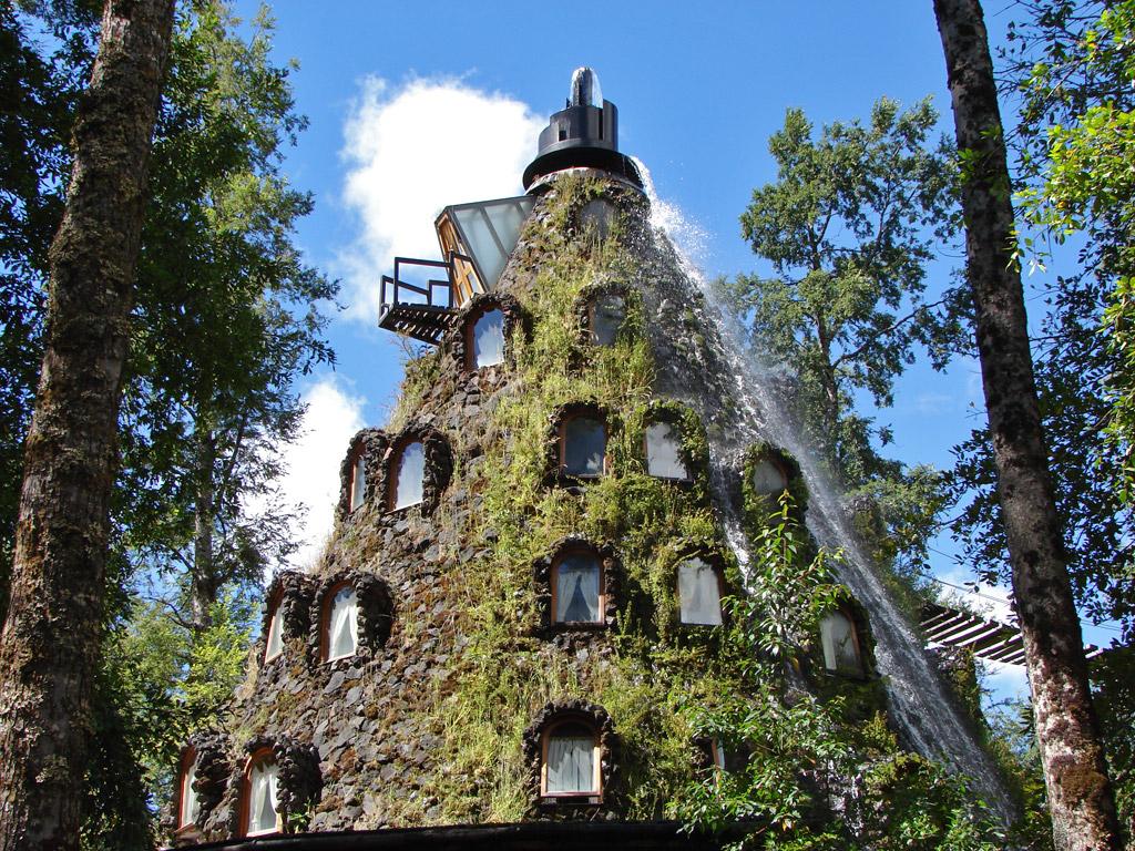 Отель с водопадом