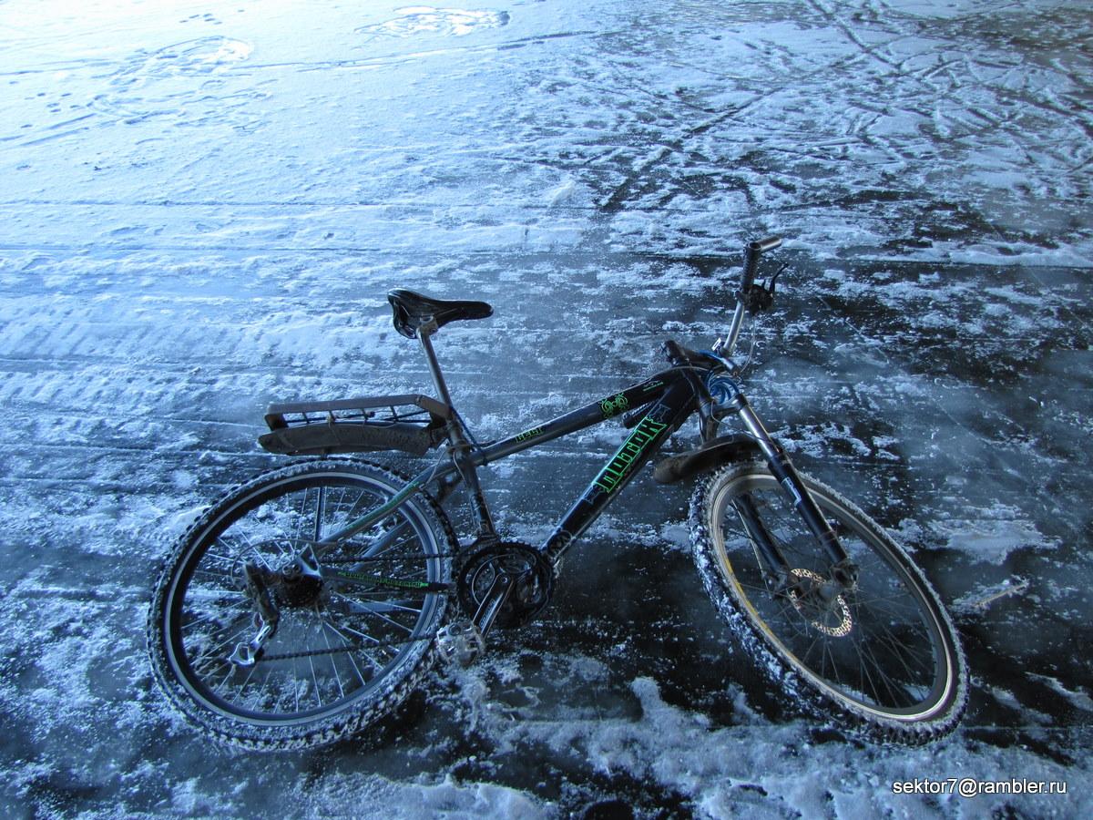 По реке на велосипеде