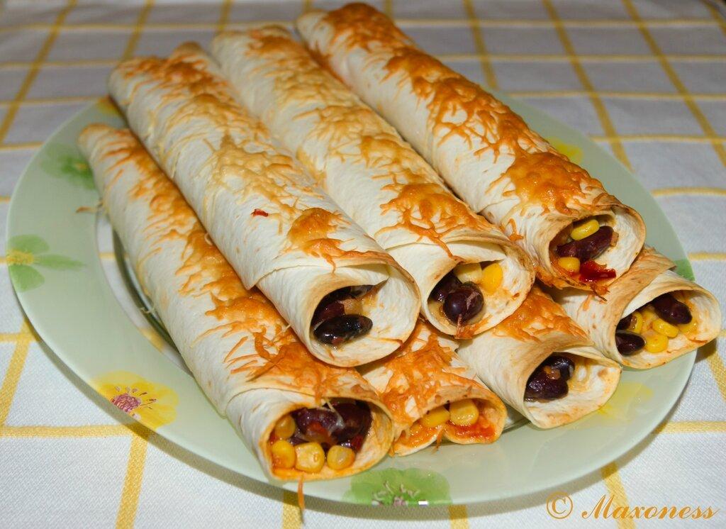 Буррито с фасолью. Мексиканская кухня