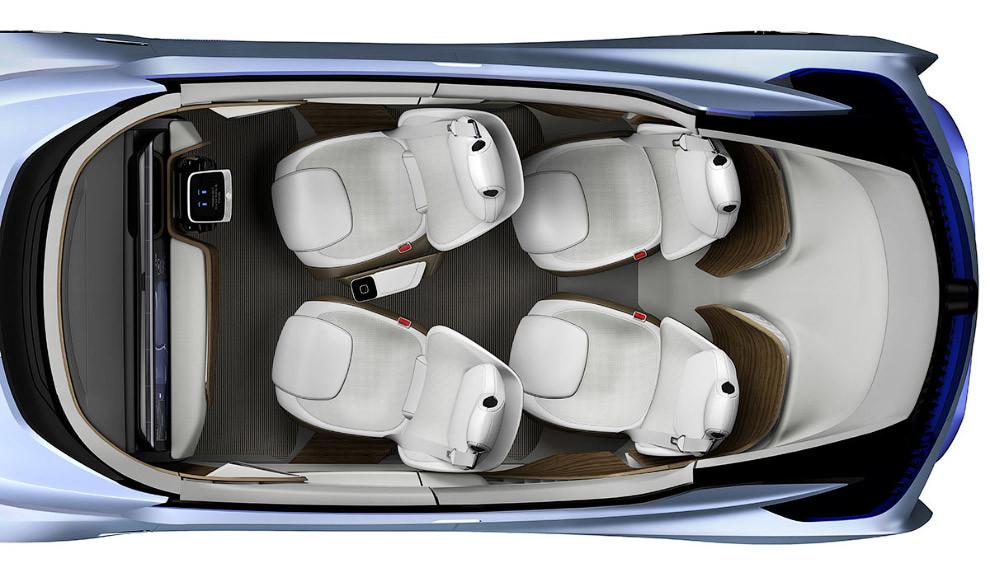 Машина наделена многочисленными датчиками, включая камеры, радары и лазерные сканеры. Они постоянно