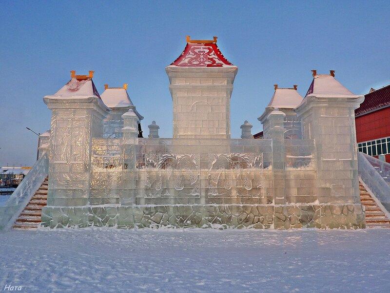 Ледяной замок-горка