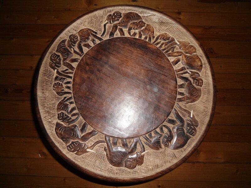 Кофейный столик из дерева манго.