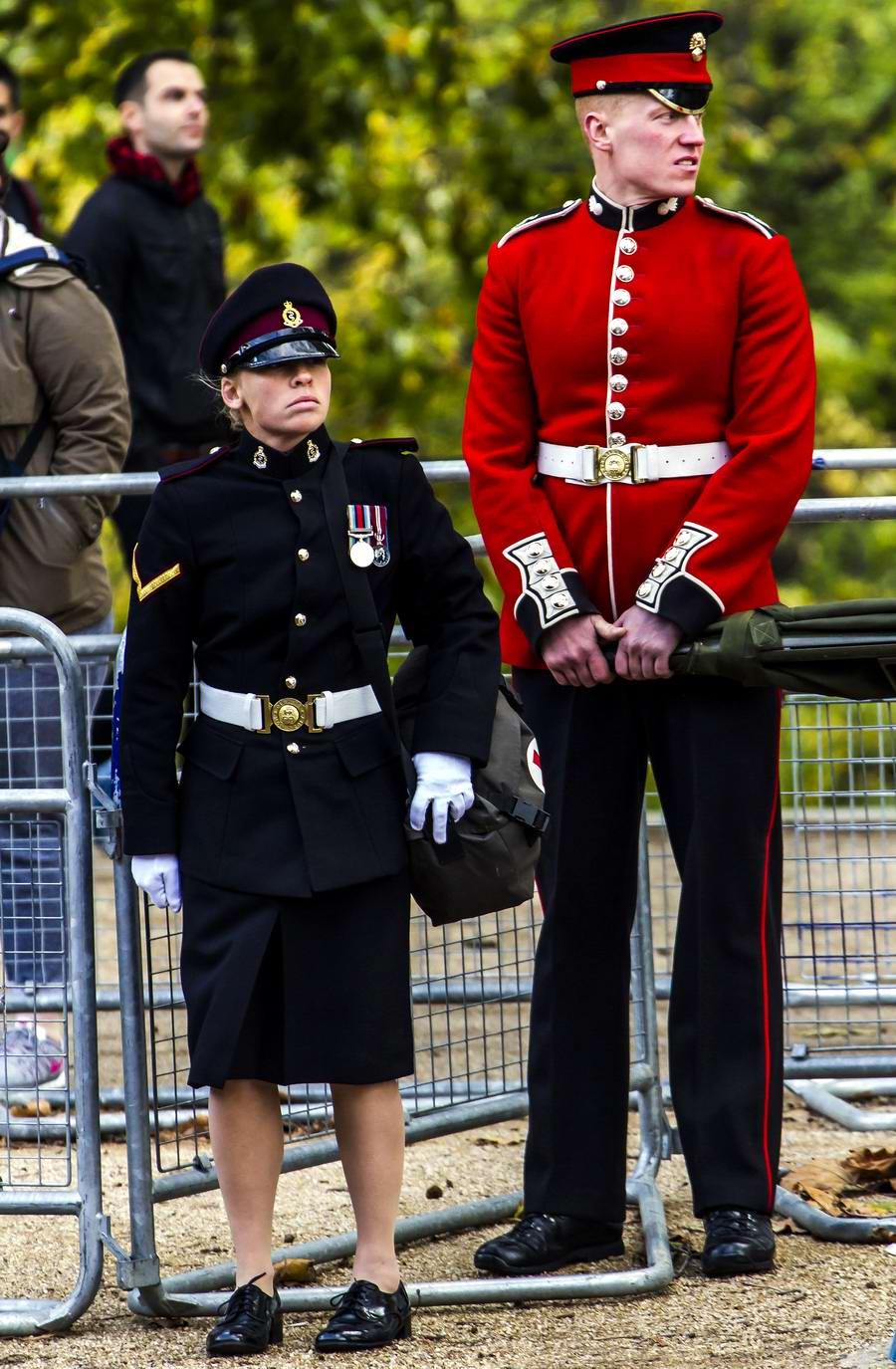 Очень грозная сила: Девушки в армейской униформе (10)