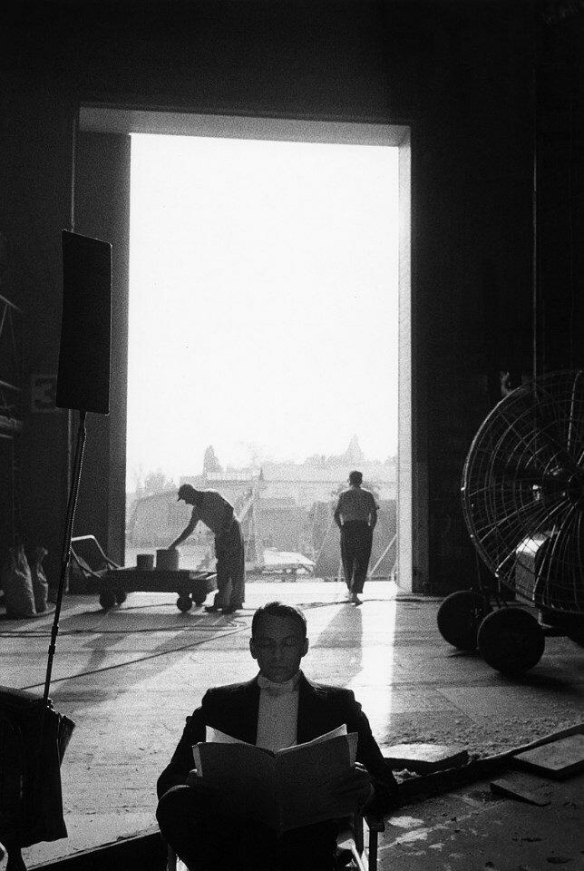 1959. Фрэнк Синатра на студии «20th Century Fox» во время съемок «Канкана»