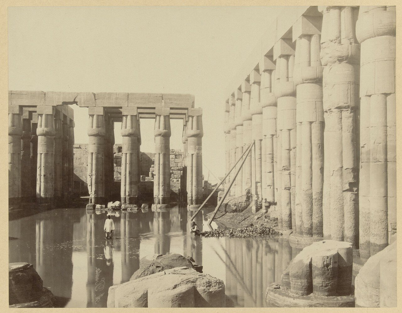 Храмовый комплекс Луксор частично затопленый паводком Нила. 1895