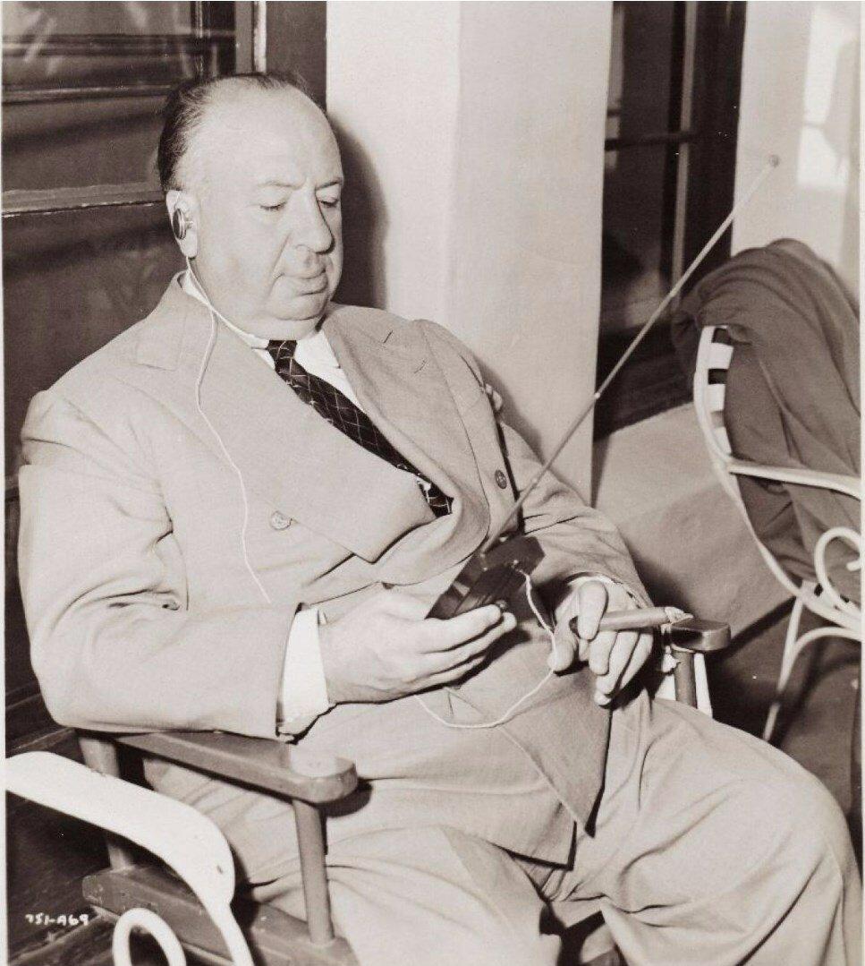 1951. Альфред Хичкок на съемочной площадке своего фильма «Незнакомцы в поезде»