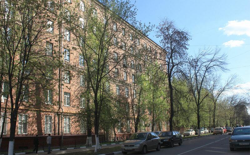 Переулок имени Лапина - первый дом слева