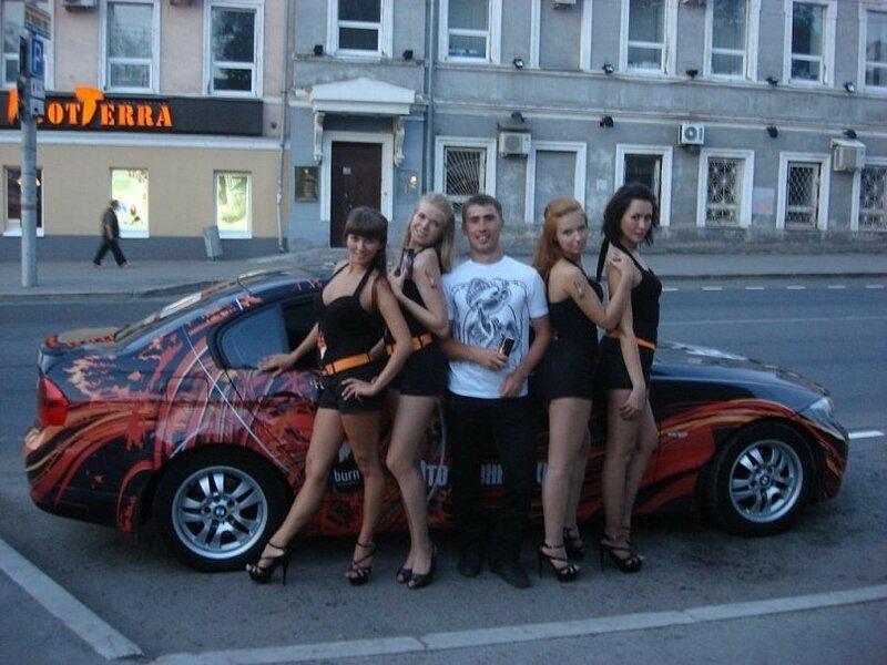 Александр Кокарев Пермь с девушками.jpg