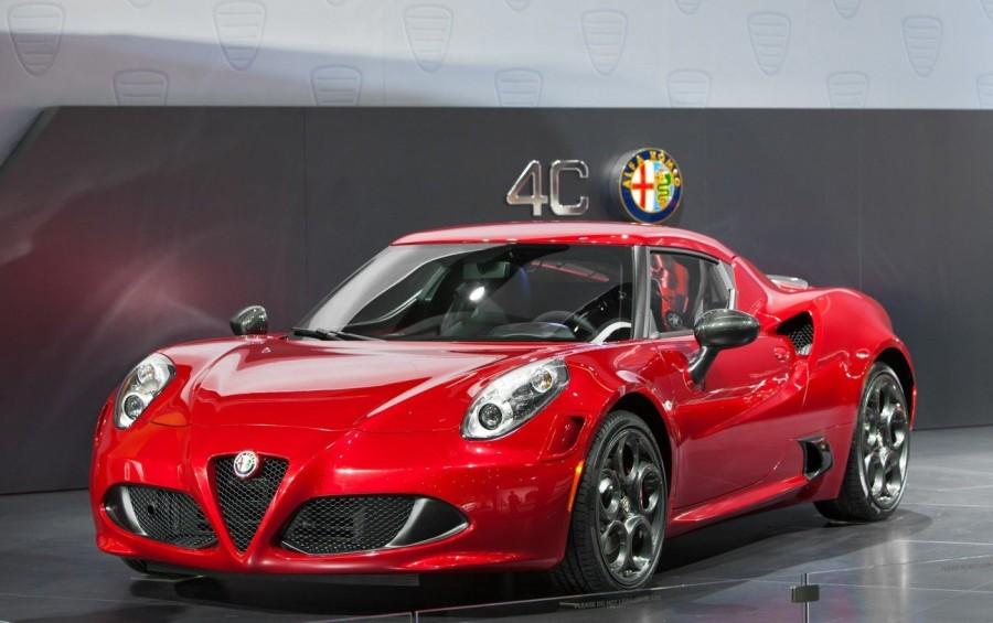 8. «Alfa Romeo 4C»: годы выпуска с 2013 по сегодняшний день «Alfa Romeo 4C» — двухдверный спор