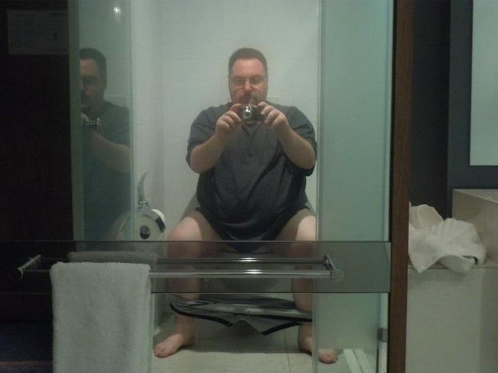 29. В туалете.