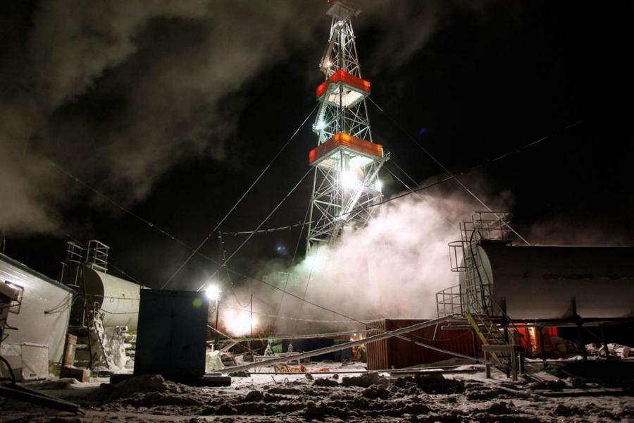 9. Буровая вышка на Кумжинском месторождении в дельте реки Печора в Ненецком автономном округе.