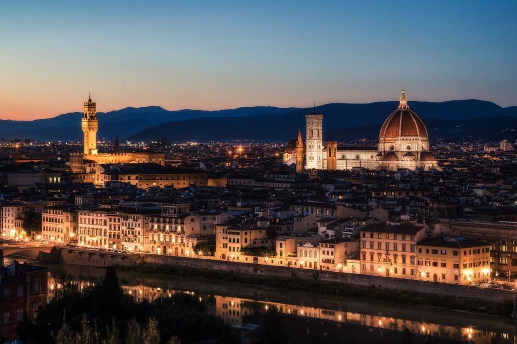 Восьмым местом была удостоена площадь Микеланджело, с которой открывается прекрасный панорамный