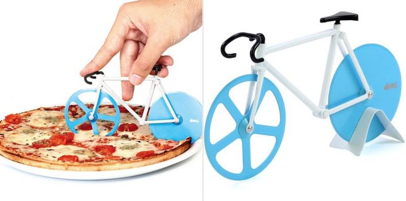 5. Нож для пиццы с двумя лезвиями