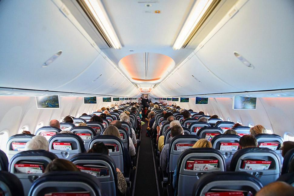 Есть такой сайт — seatguru.com, где на основании отзывов предыдущих пассажиров можно посмотреть, как
