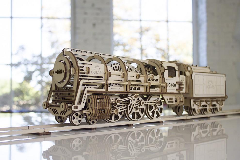 В деревянной модели паровоза UGEARS с помощью механики повторен принцип работы парового двигателя. В