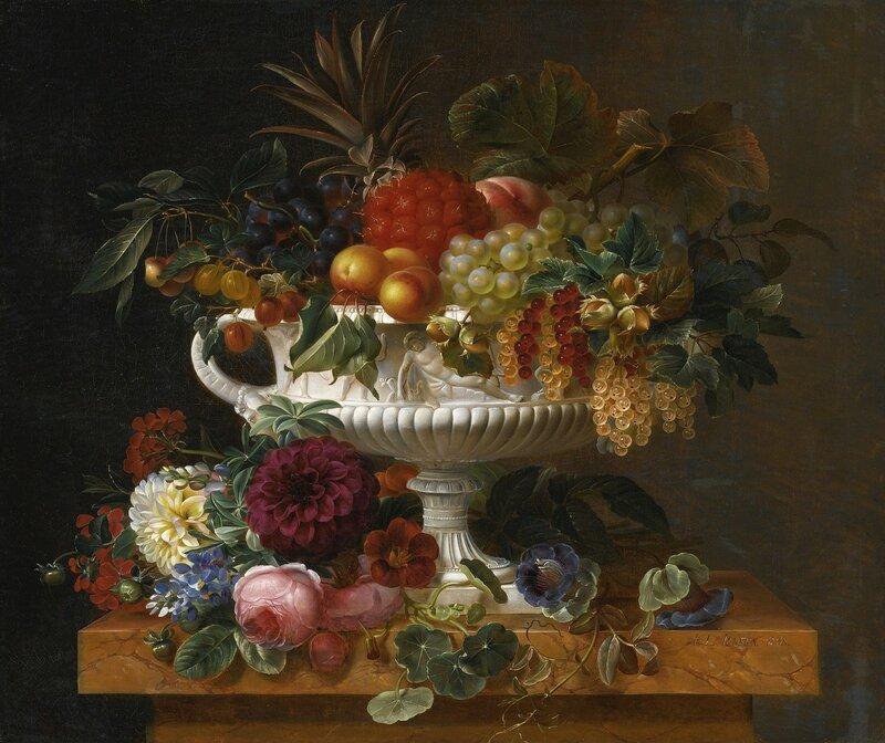 Классическая урна с фруктами на мраморном постаменте с цветами.jpg