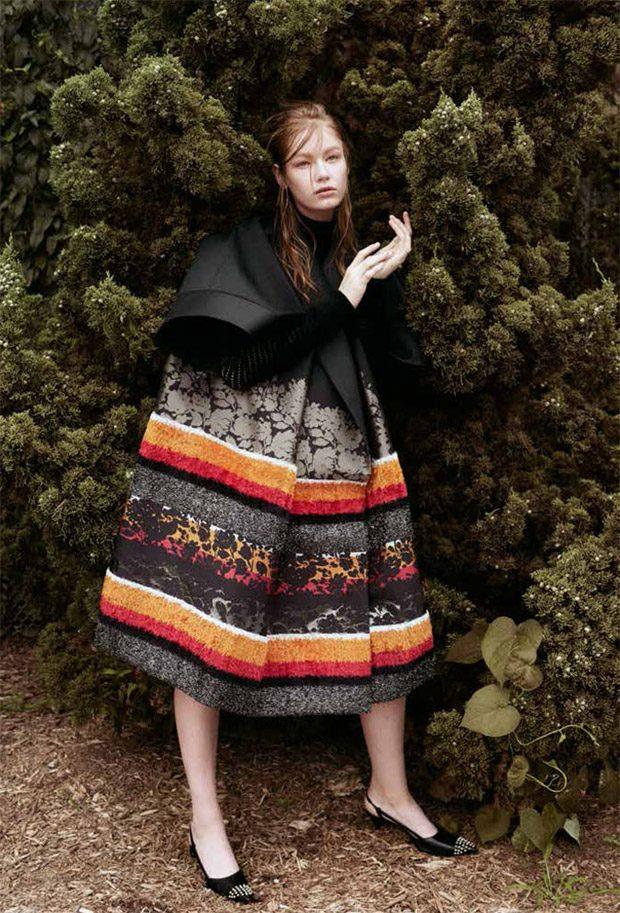 Hollie May Saker in Al Exterior for Harper's Bazaar Mexico