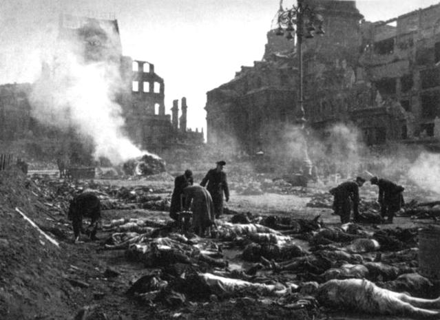 Дрезден. После налета авиации союзников.jpg