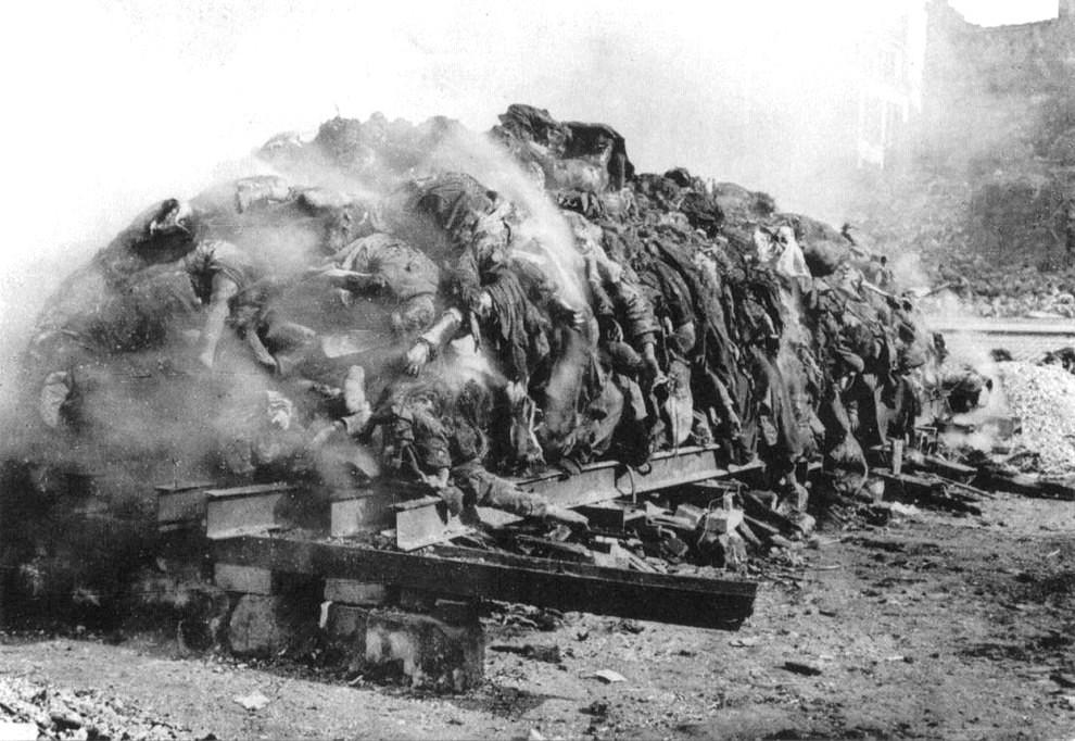 Слож. для сжиг. тела жит. Дрездена, погиб. в рез-те бомбард. союзников 13-15.02.45-2.jpg