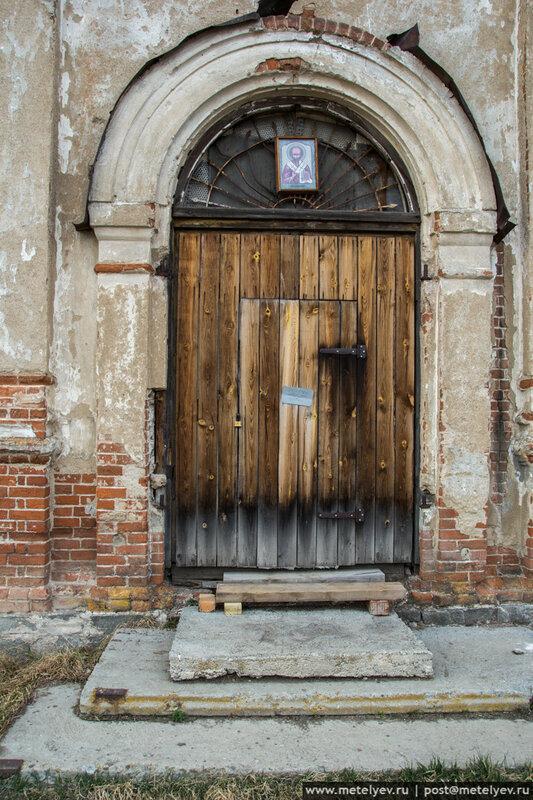 двери храма в селе каменноозерск