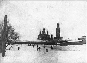 Зимний лёд у Покровской церкви