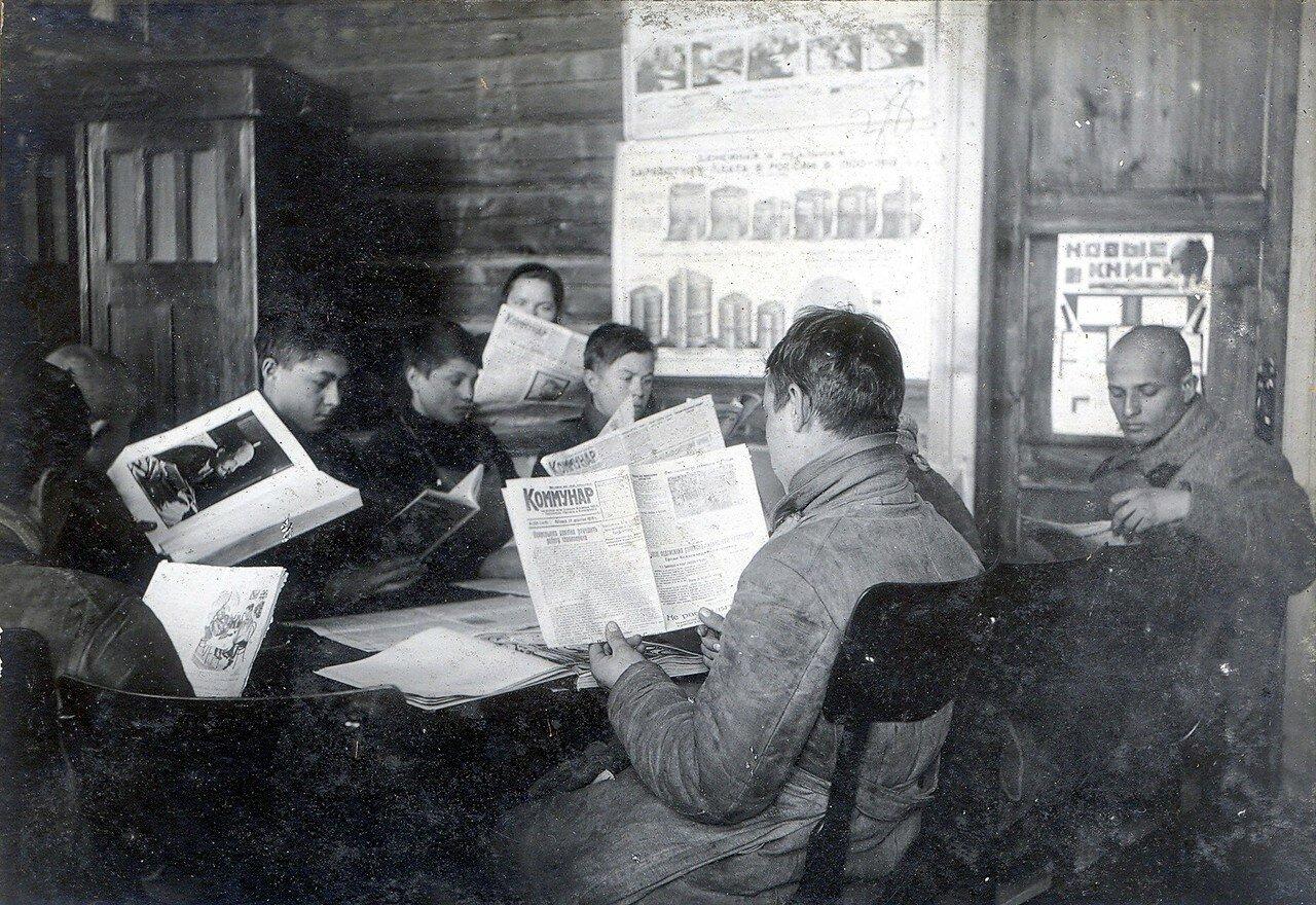 1930-е. Читальный зал клуба на Октябрьском Поле