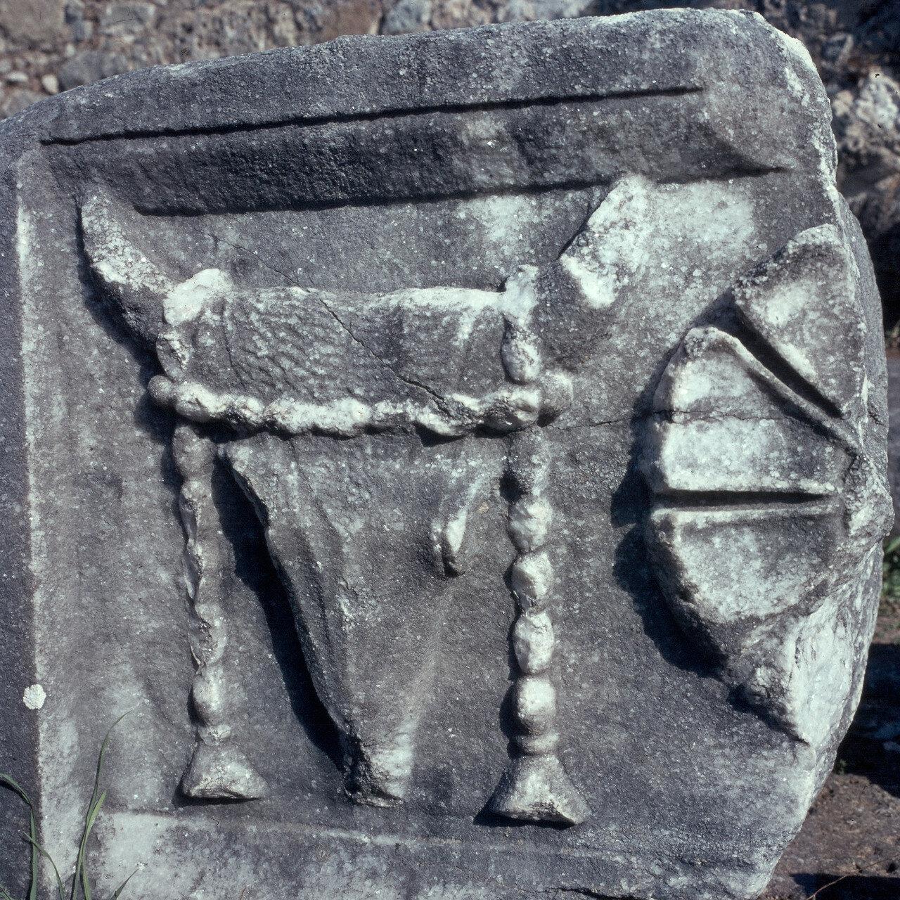 Самофракия. «Святилище великих богов». Арсинойон. Святилище Великих Богов. Голова быка. 1964