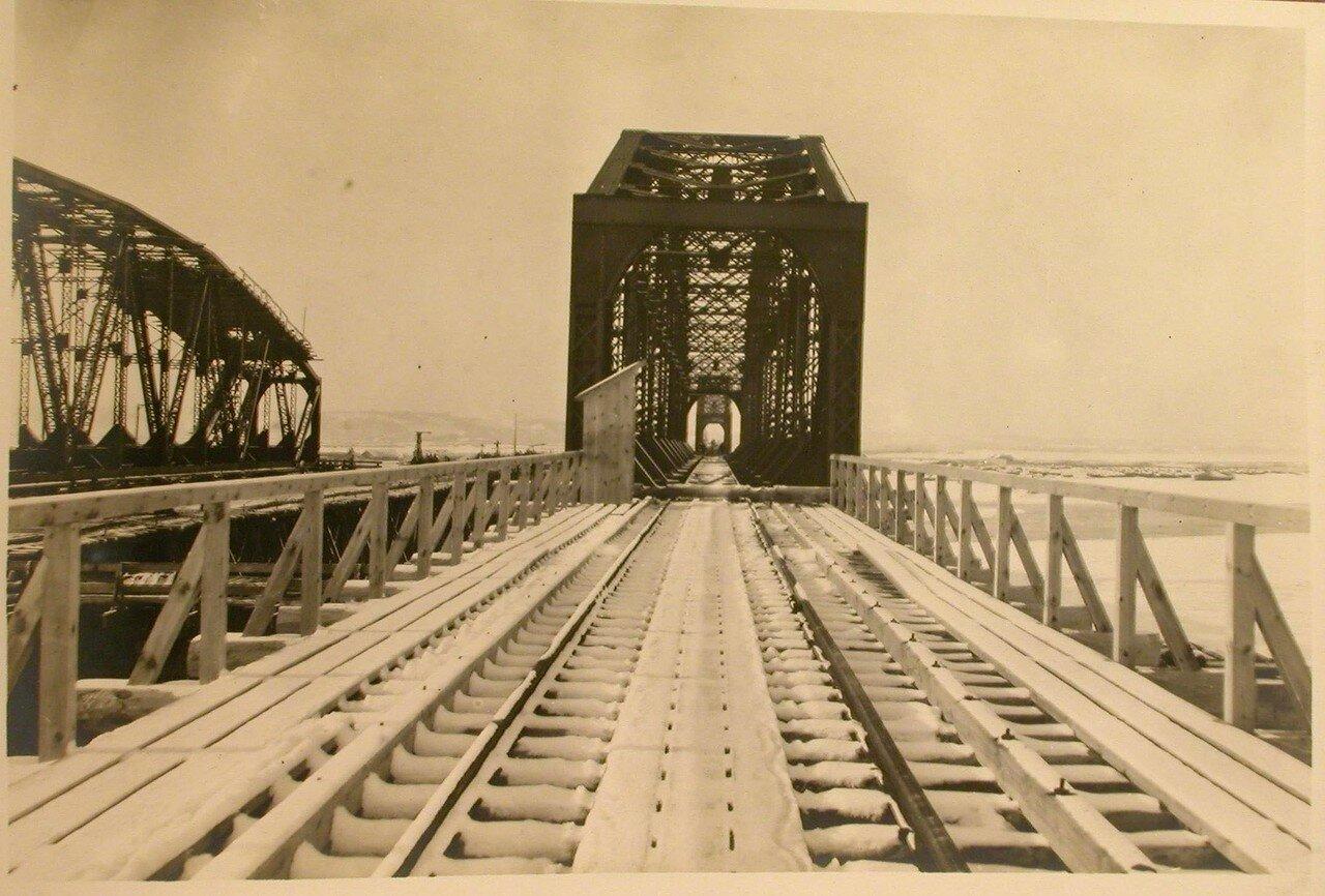 22. Вид въезда на мост с левого берега реки