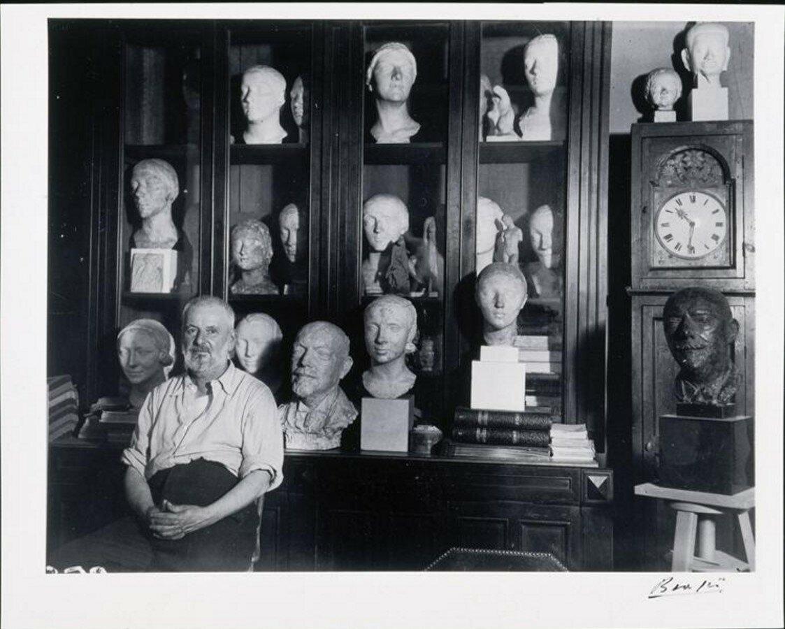 1932. Шарль Деспио (скульптор) в своей студии