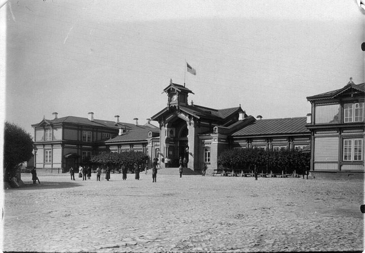 Первое здание ж.д.вокзала архитектора Рахау