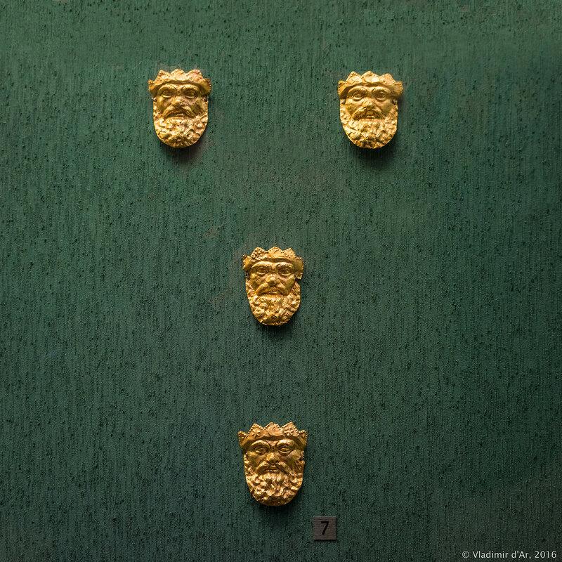 Бляшки нашивные в виде лица бородатого божества. IV – III в. до н.э. Керчь.