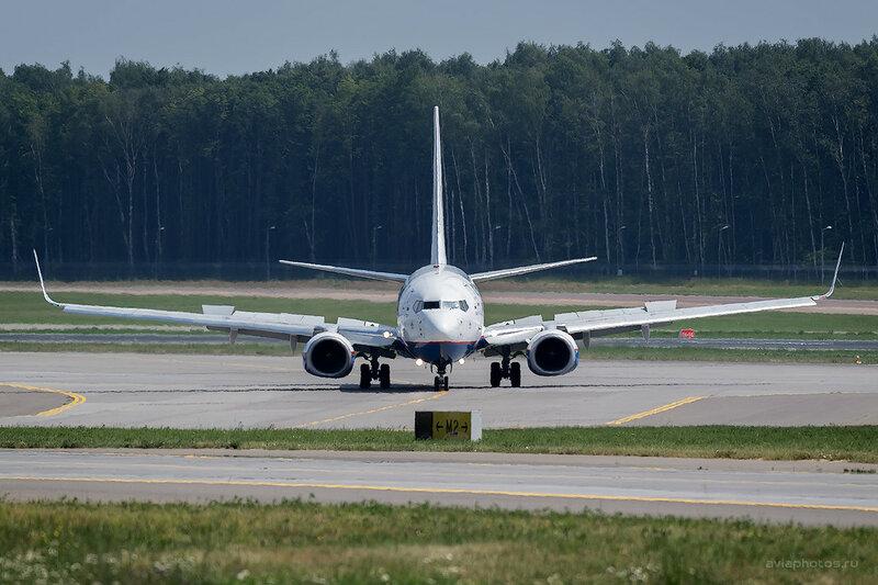 Boeing 737 0660_D804555