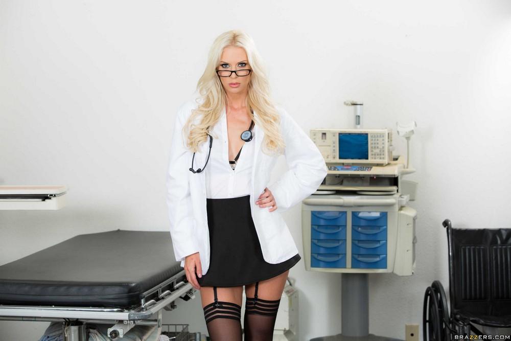 Татуированная медсестра Brooke Brand