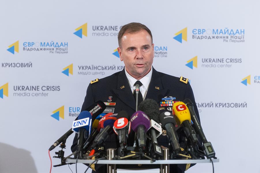Генерал Хождес в Украине.png