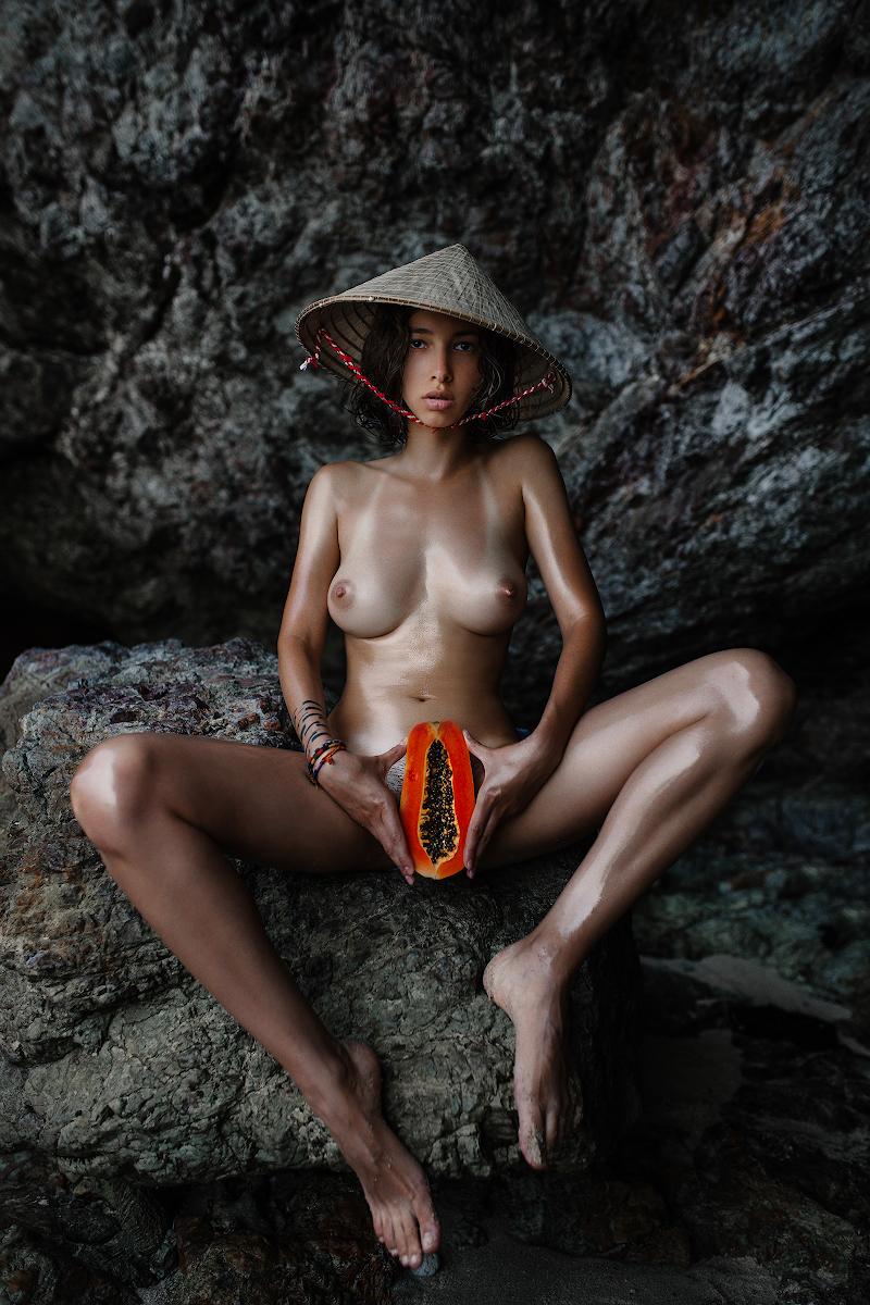 Обнаженная в Тайланде / фото Янис Гусак и Галина Березовская
