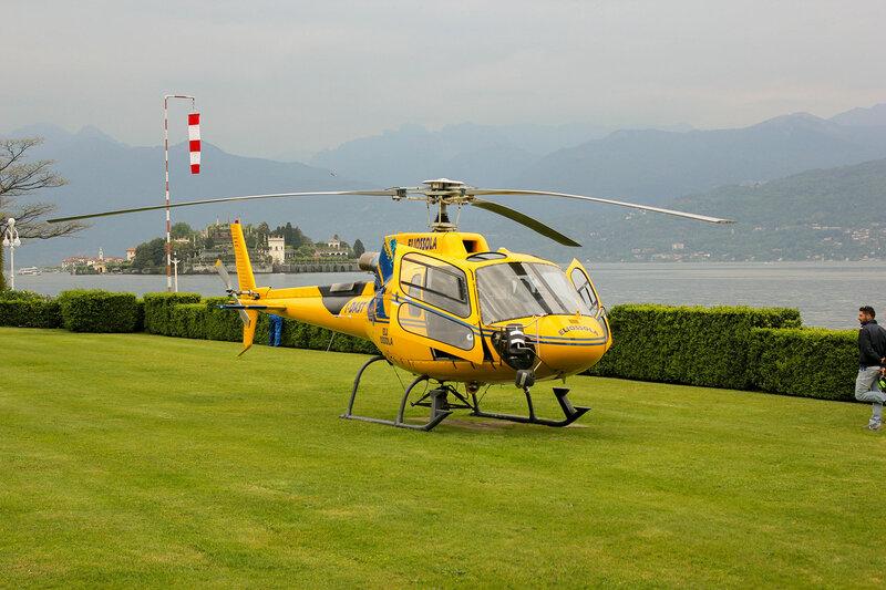 Полёт на вертолёте над озером