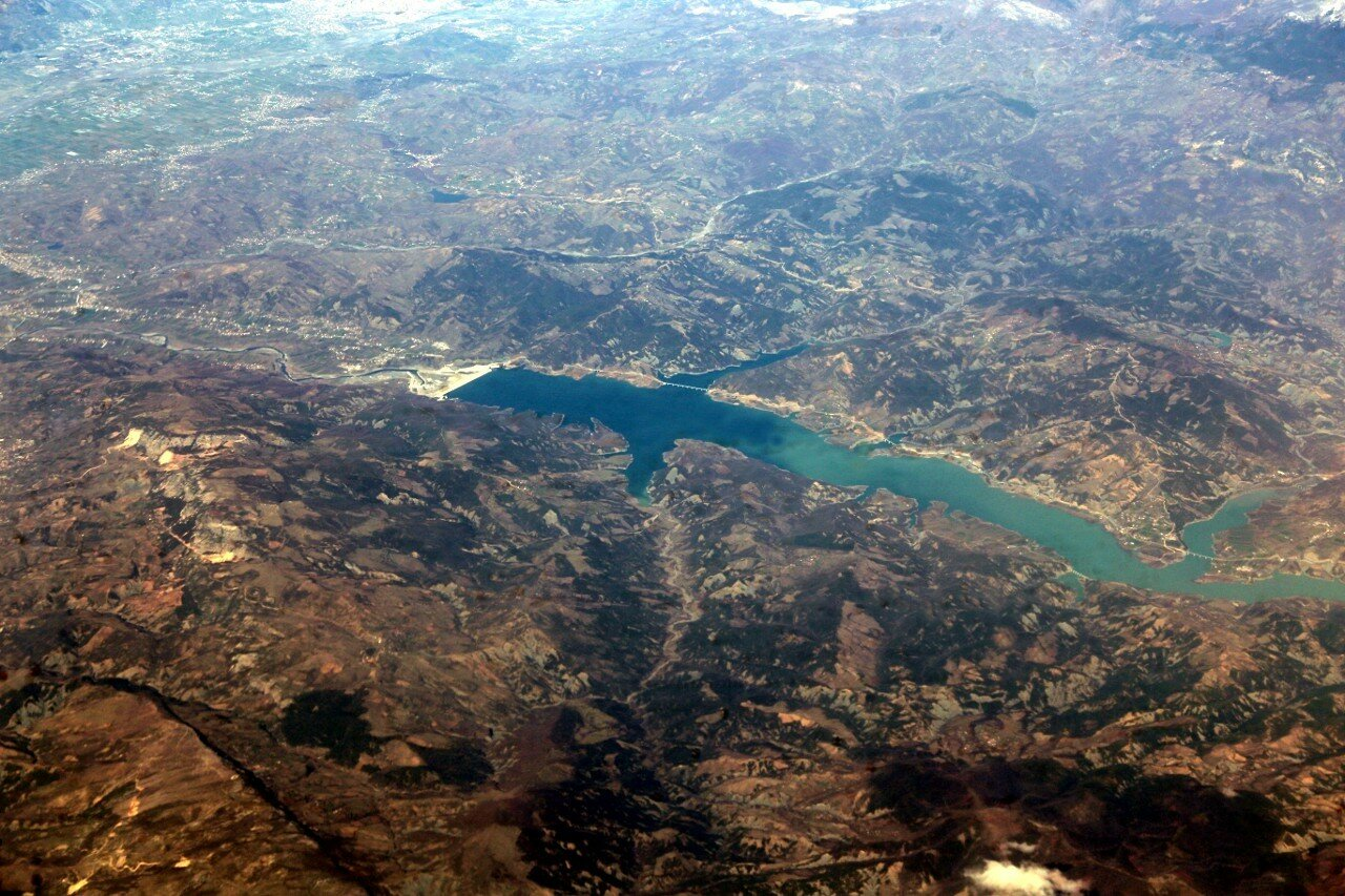 Албания, вид с самолёта. Водохранилище Кашарит