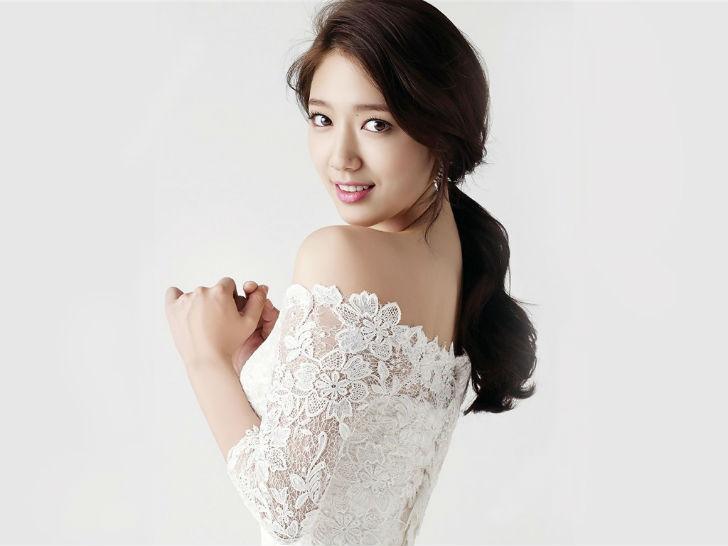 Южнокорейская актриса, которая может и танцевать, и петь, и позировать. Стала одной из самых узнавае