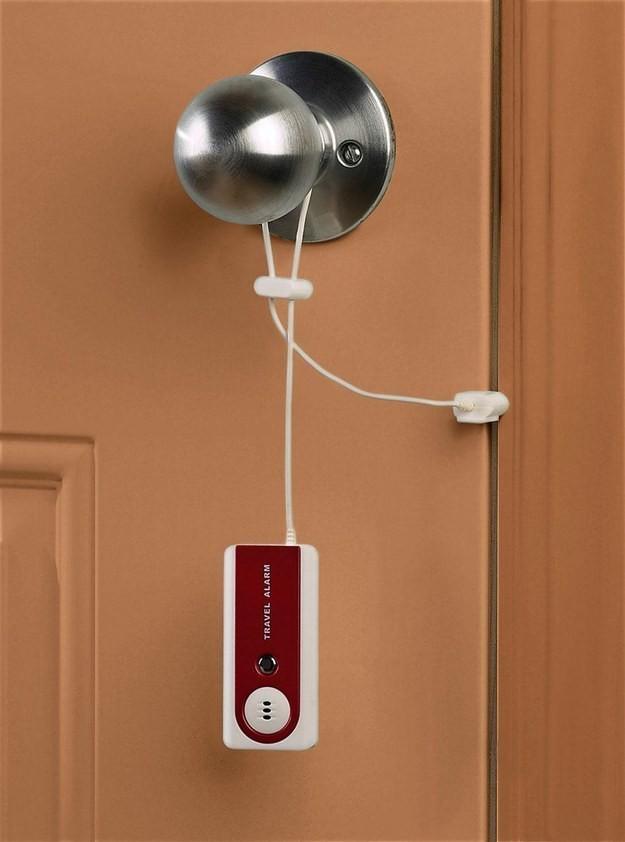 15. Компактная сигнализация Дверная сигнализация Belle Hop, которая оповещает об открытии двери гром