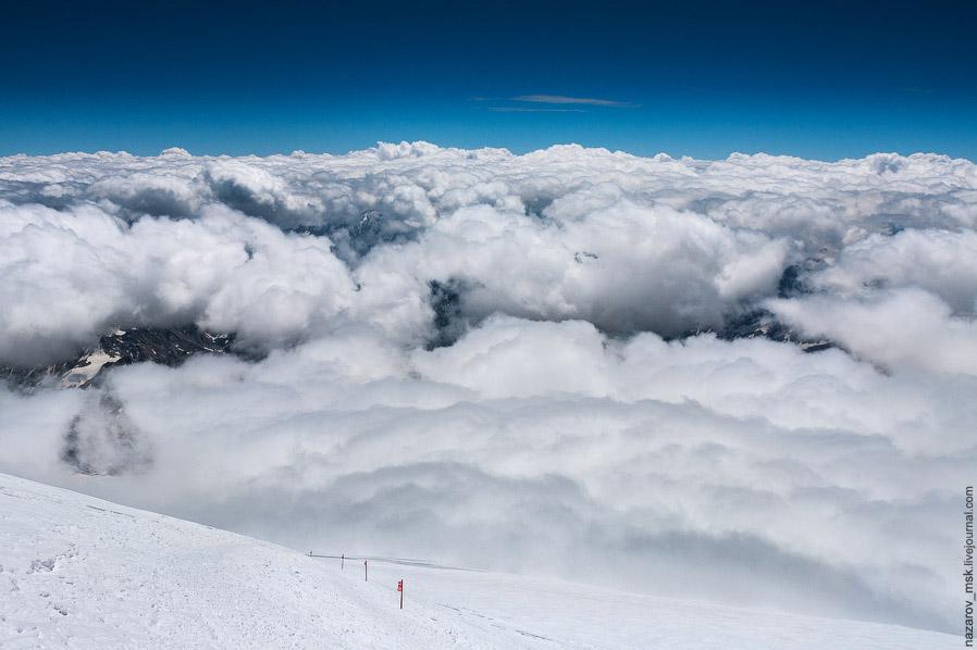 Облачность остановилась где-то на высоте скал Пастухова, поэтому наш путь проходил без проблем.